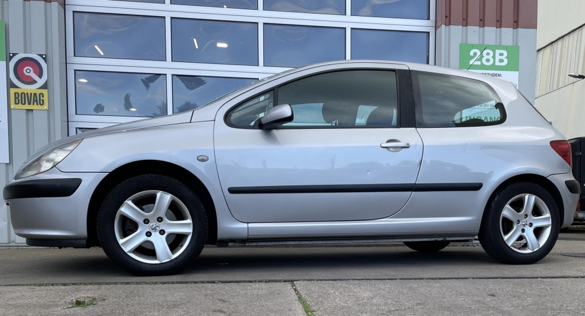 Peugeot-307-1